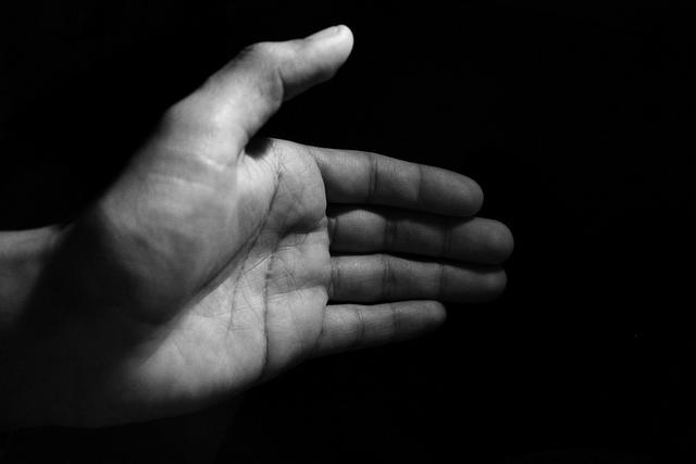 No hand shake by IndieRonin
