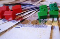 Currency and Property by Images of Money