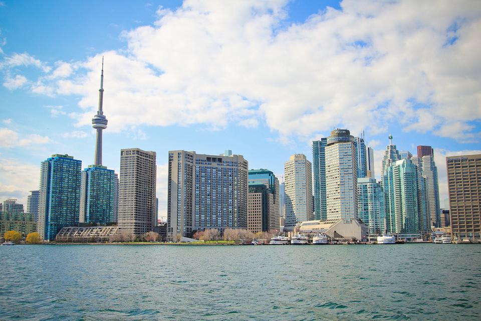 Toronto Skyline by Yi Zhang
