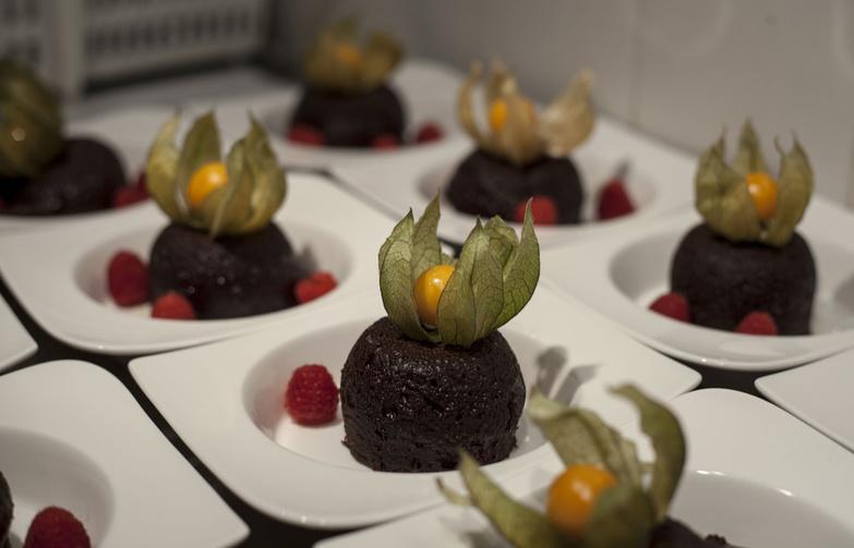 Chocolate Cakes With Fresh Raspberries