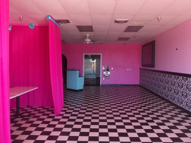 Pink walls by Daniel Oines