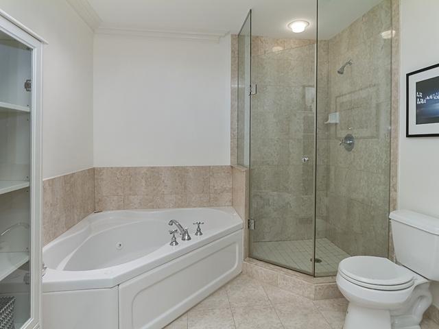 11 master bath 99 avenue rd 302_14