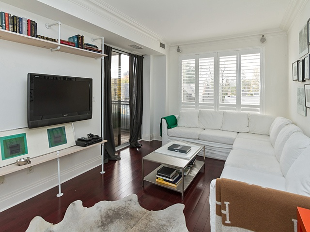 4 living room 99 avenue rd 302_06
