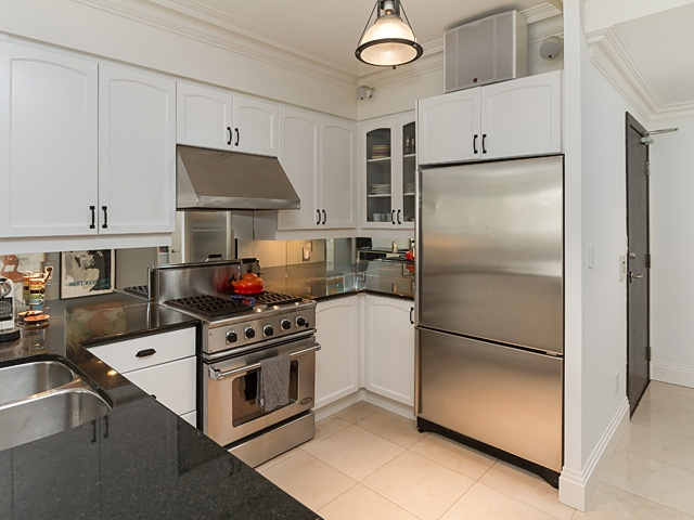 9 kitchen 99 avenue rd 302_10