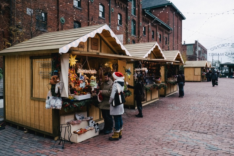 Shopping on Toronto Christmas Market
