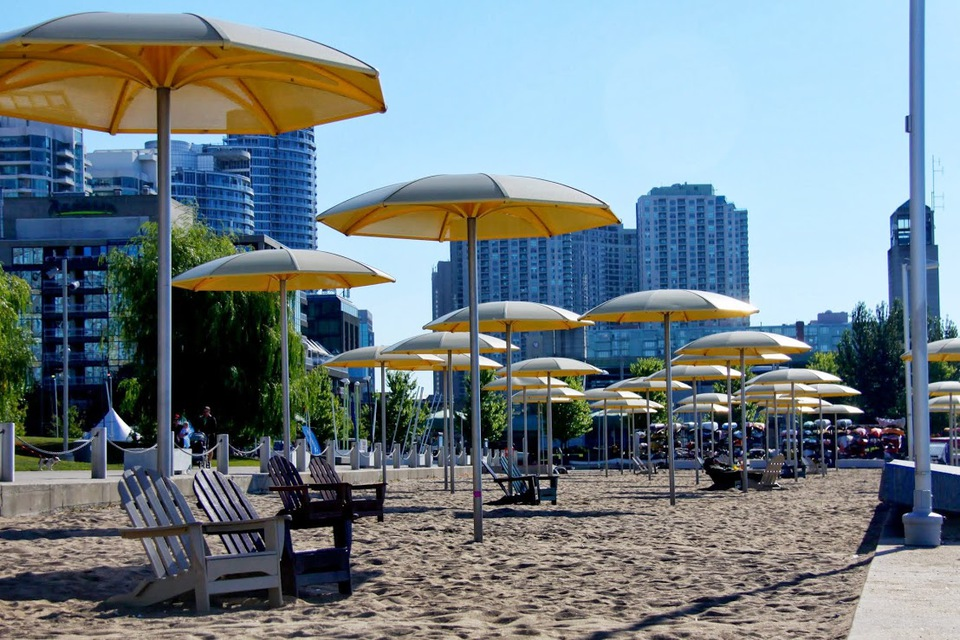 Toronto HTO Park with Sugar Beach