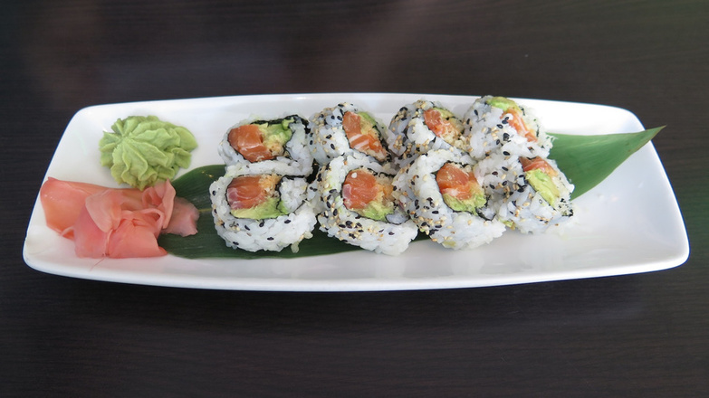 Sakura Spicy salmon roll