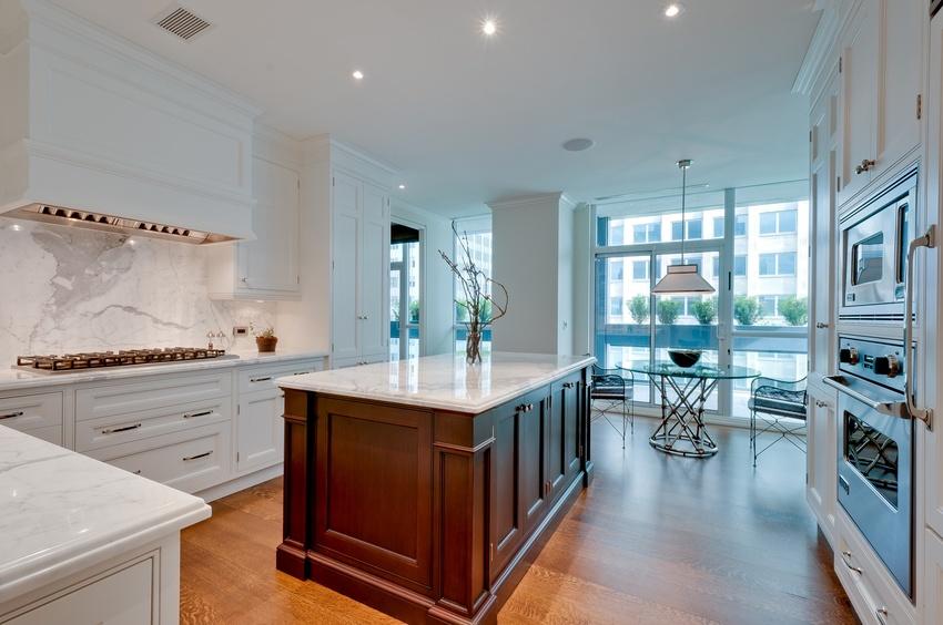 40 kitchen and breakfast area