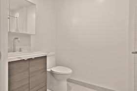 35wabashavenue10918bathroom