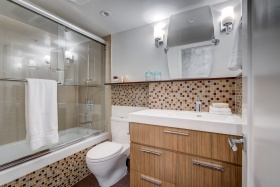 70elmsthorpeavenue10414bathroom