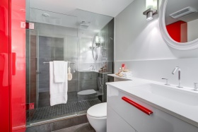 70elmsthorpeavenue10420bathroom