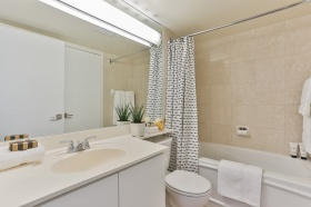 887_bay_street_1510_19_bathroom