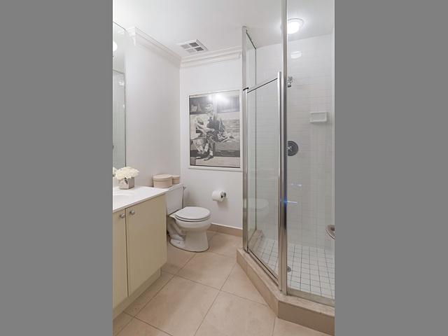 14 3pc bath 99 avenue rd 302_17