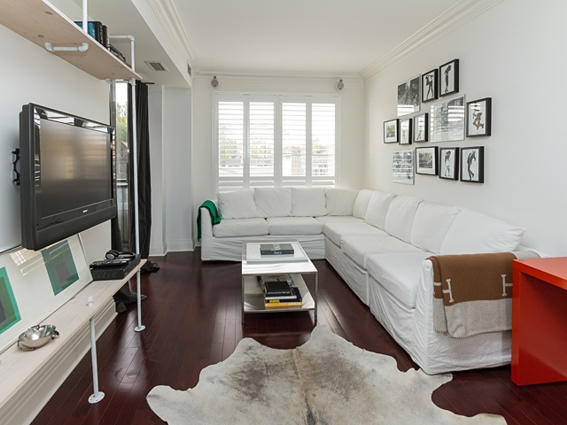 3 living room 99 avenue rd 302 05