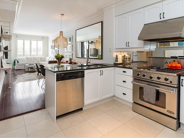 7 kitchen 99 avenue rd 302_03