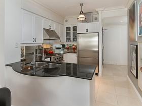 8 kitchen 99 avenue rd 302_09