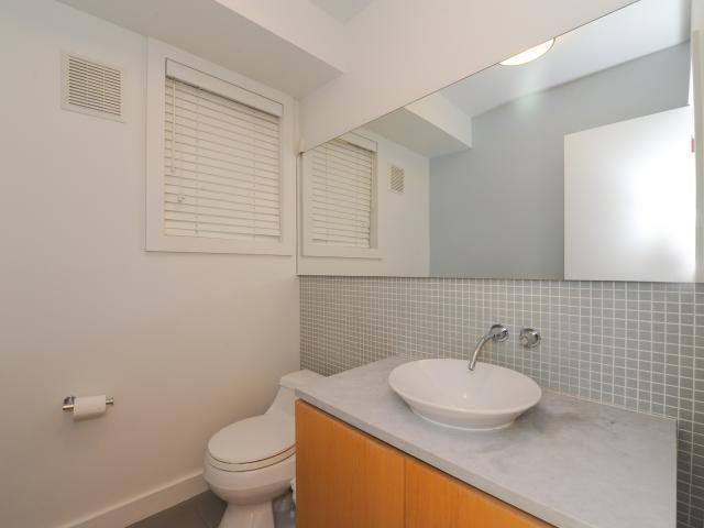32_2ndbathroom