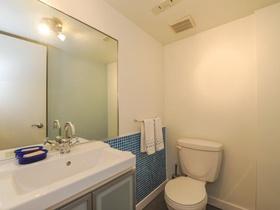 52_3rdbathroom