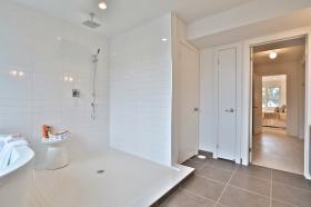 50curzonstreet50957masterbathroom